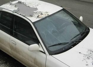 Savval öntöttek le autókat Dunakeszin