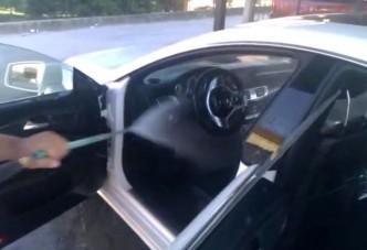 A Mercedes belső bírja a vizet?