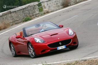 Megújul az egészéves Ferrari roadster