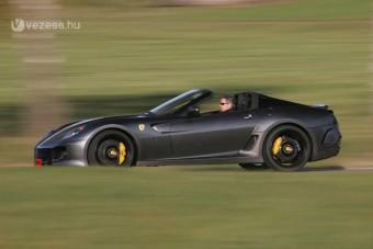 Nem jön szembe ilyen Ferrari