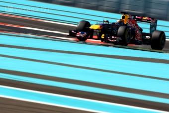 F1: A Red Bull-os ifjonc zárt az élen
