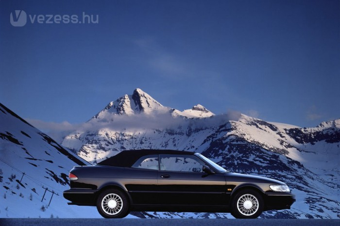 Már a GM égisze alatt készült az 1993-ban bemutatott 900, ami nem tett jót a márkának