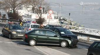 Mennyi kárt okoznak az állami autók?