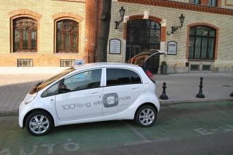 Elektromos autót töltöttünk Budapest utcáin