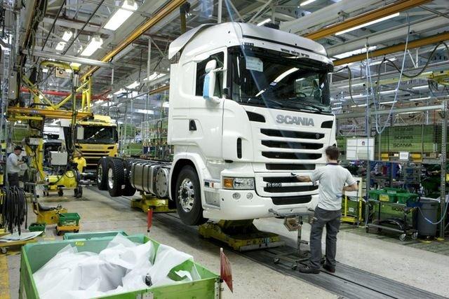 Kevesebb a megrendelés, csökkenti a termelést a Scania