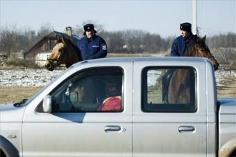 Focus helyett lóval őrzik a rendet