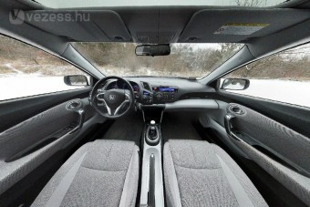 Honda CRZ belülről
