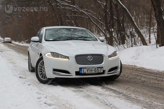 A havas kaptatón a Jaguar sokat veszített méltóságából. Kipörögni akaró kerekeit állandó kattogással fékezte az elektronika, amely a vert helyzetből kihozta a maximumot. A vergődés nem volt előkelő, de az autó felaraszolt a célig, amivel az XF lett a teszt meglepetése
