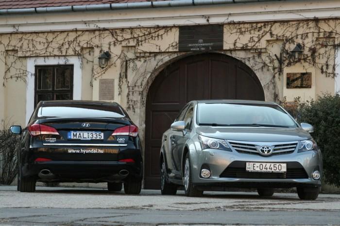 Alig gyengébb az Avensis Sol felszereltsége, de 1,4 millió forinttal kevesebb kerül az i40 Style-nál. Ezzel eldőlt a teszt, a Toyota javára