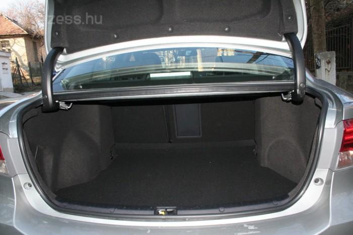 509 liter az Avensis csomagtere, az i40-é 503