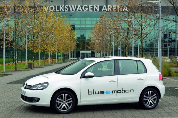 Szinte egyformák az elektromos autók, a LEAF, az iOn vagy az elektromos Meriva és a Golf viselkedése között nemigen van eltérés. A szériaverzió bemutatása 2013-ra várható