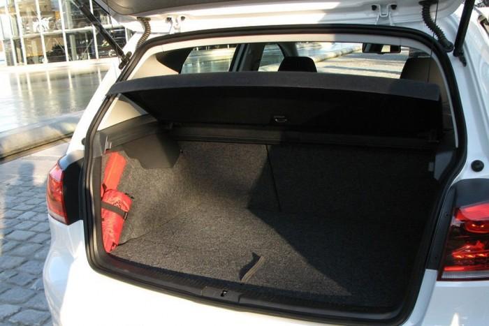 300 kilogrammnyi akkumulátort hurcol magával a hátsó ülések és a csomagtérpadló alatt