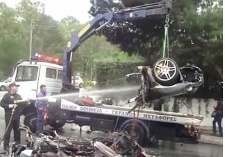 Túlélték a kettészakadt Ferrarit