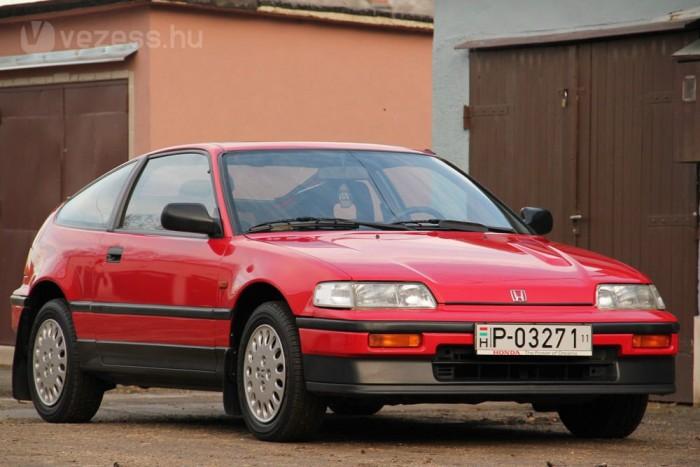 1989-es a CRX, a 120 lóerős verzió. A tulajdonos oldtimernek kívánja minősíttetni, erre még hét évet kell várni