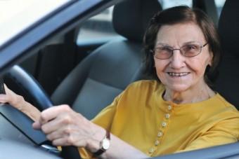 Utóképzésre küldenék az idős autósokat