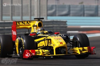 F1: A Renault autóját kapta a Pirelli