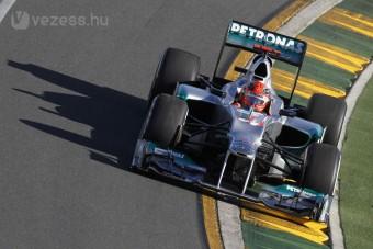 F1: Schumi megküzd a fotósokkal - videó