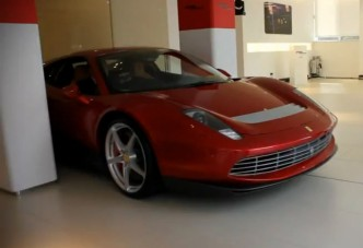 Videón a sztár egyedi Ferrarija
