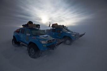 Repülőgép üzemanyaggal az Antarktiszra
