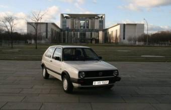 Többszörös ár a politikus autójáért