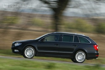 Amiért megérné politikusnak állni: Škoda Superb
