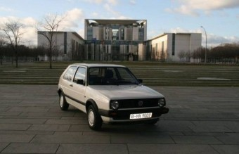 Tízszeres áron kelt el a politikusi autó