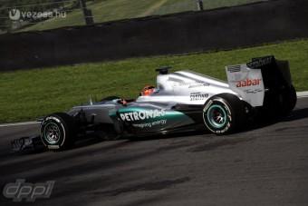 F1: Finoman fenyeget a Mercedes