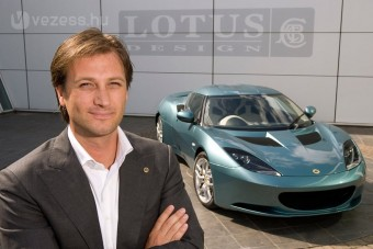 F1: Kirúgták a Lotus főnökét
