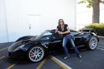 270 milliós autó az Aerosmith énekesének
