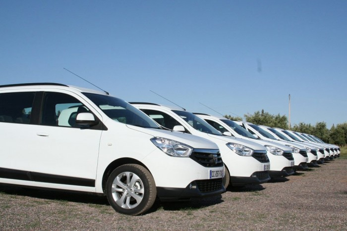 Alig van tényleg olcsó, ideális családi autó. A hétülésesként is rendelhető Dacia Lodgy ötüléses változata 2,5 millióról indul