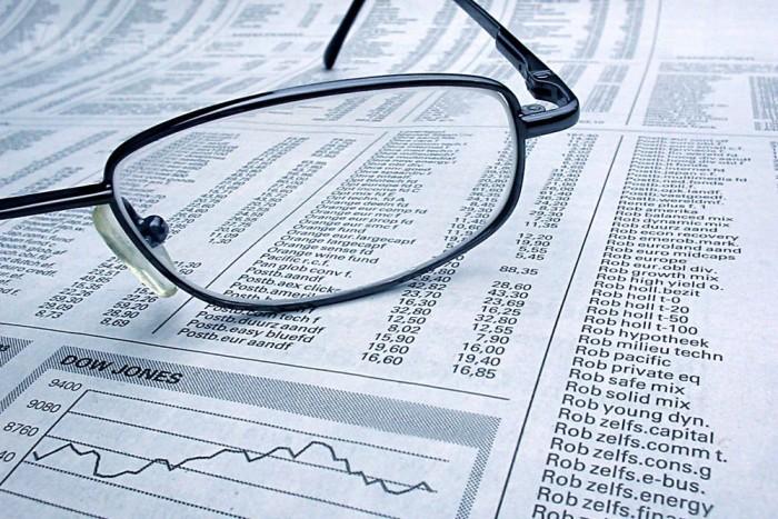 Érdemes tartós befektetési számlát nyitni, és ezen fialtatni a megtakarított összegeket, nemcsak a részvényeket, de a bankbetéteket is. A TBSZ-en lévő pénzek öt év után adómentesen kivehetők, a befektető mentesül a 16 százalékos adó megfizetése alól