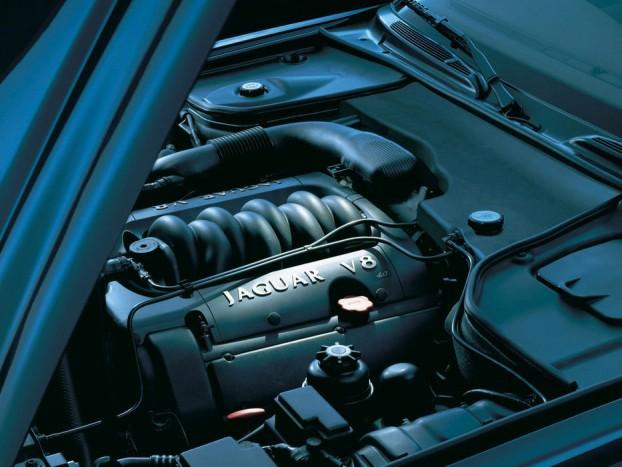 A Jaguar V8-as motorjai problémagócnak számítanak, teljesítményük és hangjuk része a márka örökségének, de a nyugodtabb napokat kedvelők elégedjenek meg a kisebb motorokkal