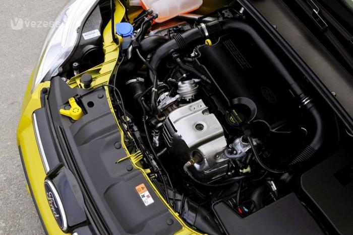 100 és 125 lóerős teljesítménnyel készül az 1,0 literes Ford motor