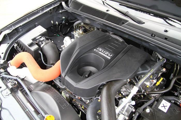 2,5 literes, 160 lóerős a motor