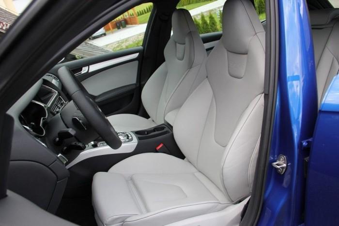 Nem épp egy sportkocsi ülései: ezek egy luxuskocsi motoros foteljei