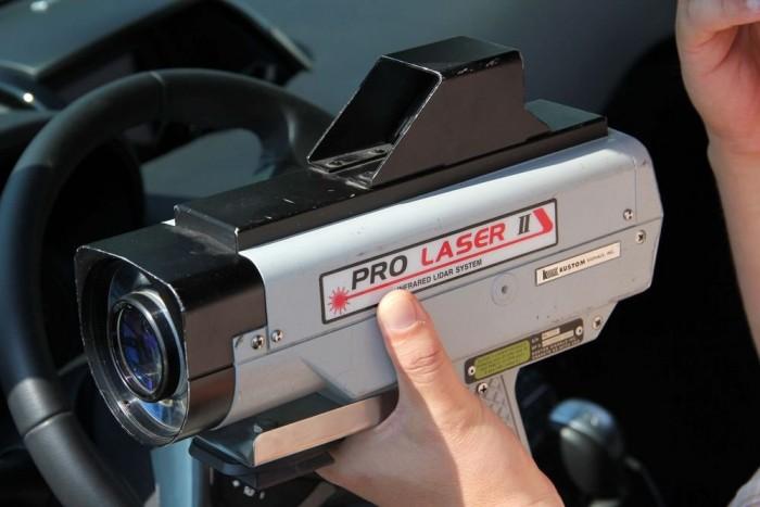 A csúzli. Mindent mér ami mozog, a rendőrség a felvételt rögzítő kamerarendszerrel együtt használta.