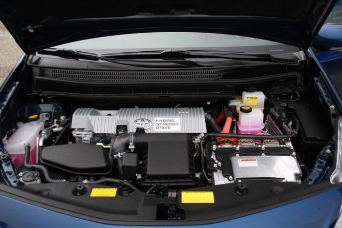A benzinmotor 98, az elektromos pedig 81 lóerős. De nem a kettő összeadása adja ki a rendszerteljesítményt