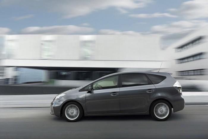A villanymotor apró gyorsításai és lassításai egyenlítik ki a bólogatásokat