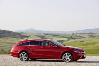 Luxuskombival bővít a Mercedes