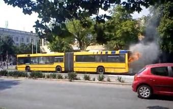Kigyulladt a VT-Transman autóbusza Dunaújvárosban