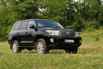 Mechagodzilla: Land Cruiser V8