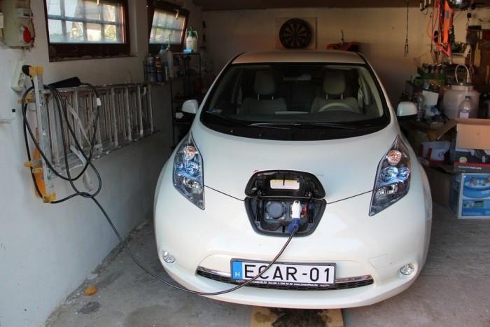 Nissan Leaf a garázsomban. Imádtam vele járni, elnézegetném itt minden nap