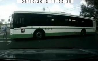 A homloklemeznél fogva nem lehet megállítani egy autóbuszt