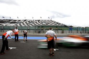F1: Schumi is kinézett a tesztre