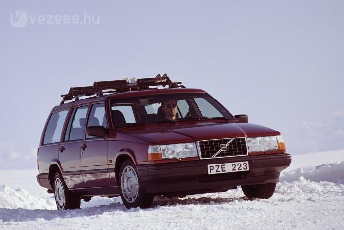 1990-ben volt a modellváltás, de az utolsó 740-es kombik már a képen látható 940 orrát viselték