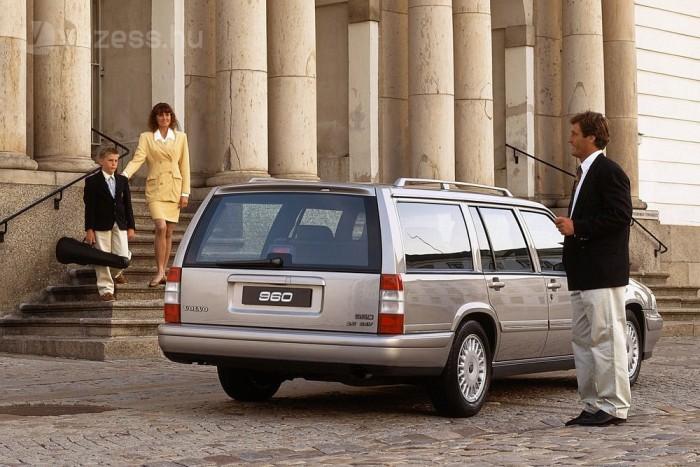 1994-ben a modellfrissítéssel a 965 hátsó felfüggesztése is független lett, míg a 940-ben megmaradt az egyszerűbb konstrukció