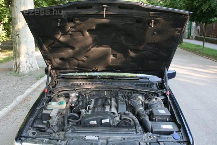 Alumínium motorházfedél mérsékli az S90 súlyát, de így is 1,6 tonnás autó