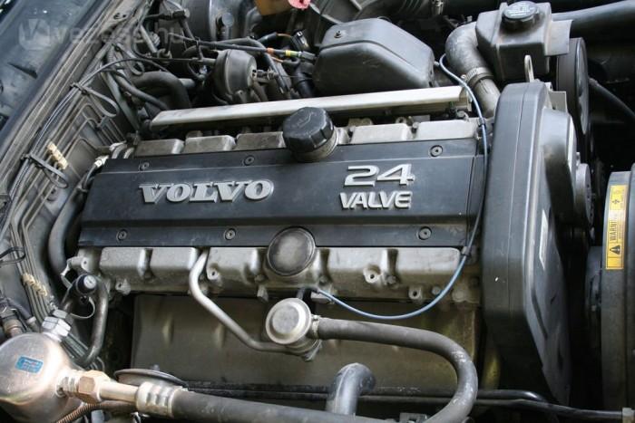 A B6304F (benzin, 6 henger, 3,0 liter, 4 szelep, fuel-injection) ma is korszerű motor. Ez lett az alapja a 850-ben megjelent öthengereseknek, egy henger elhagyásával