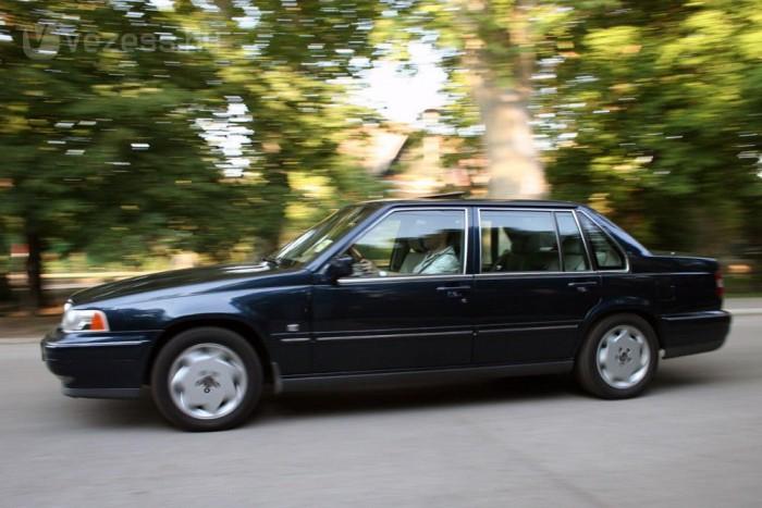 1,5 millió forintból aligha lehet hasonlóan elegáns, kényelmes és biztonságos autót venni. Ám ennyire szép autót nem lehet csak úgy kifogni