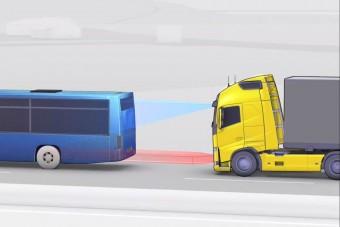 Vészfékasszisztens a Volvo FH-hoz